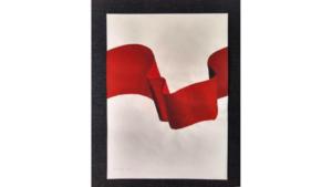 Figura 18. Comprimir el siglo (bandera roja), de Iosu Aramburu (2020). Gouache sobre papel, 40,5 x 29,5 cm. Cortesía del artista.